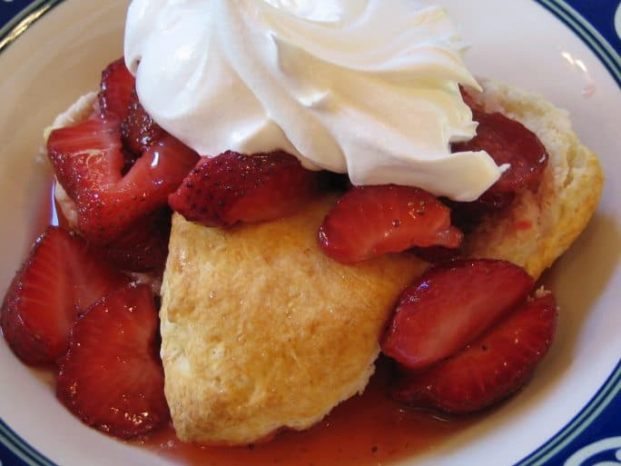 strawberries, strawberry shortcake, vegan