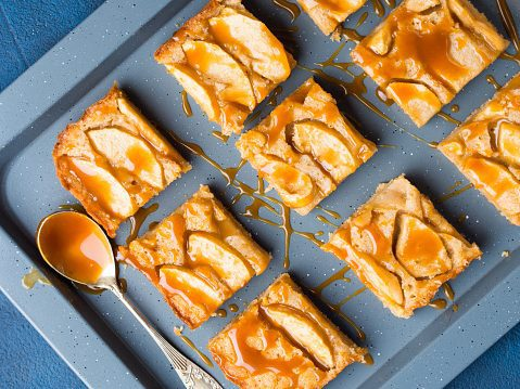 blondie recipe, apple blondies, caramel apple blondies,